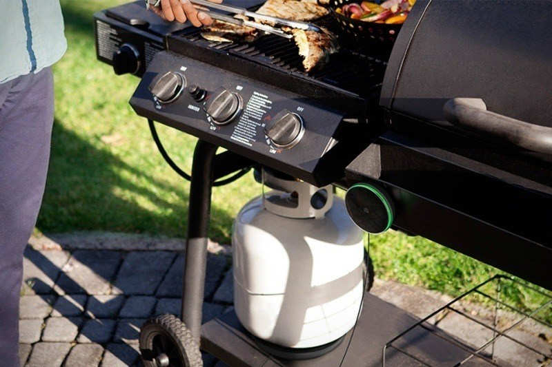how to use a gas grill for the first time